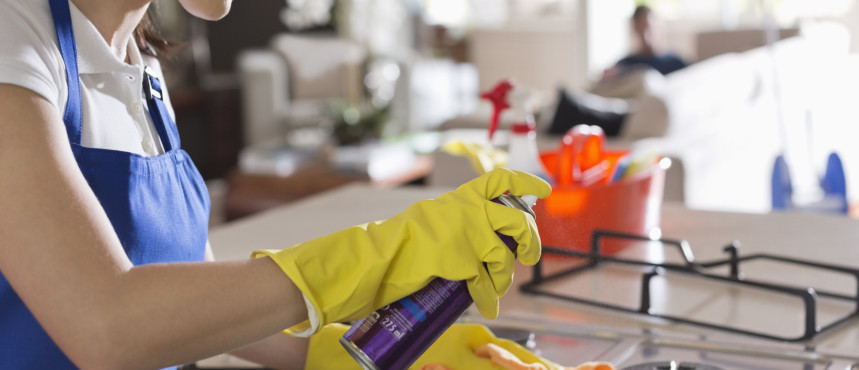La pulizia ottimale dei piani da cucina