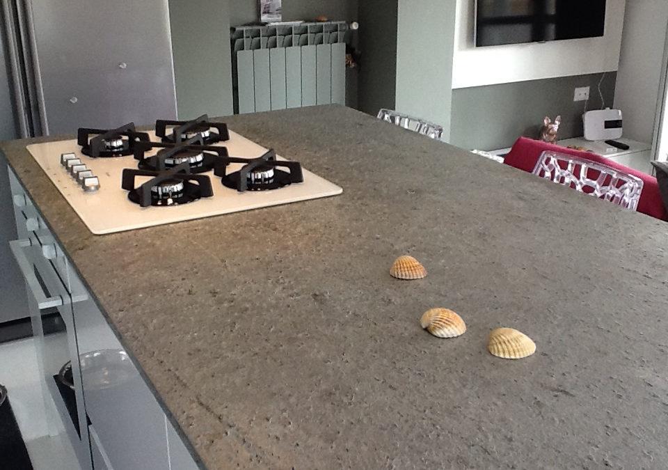 Top cucina: quale pietra scegliere per il piano lavoro?
