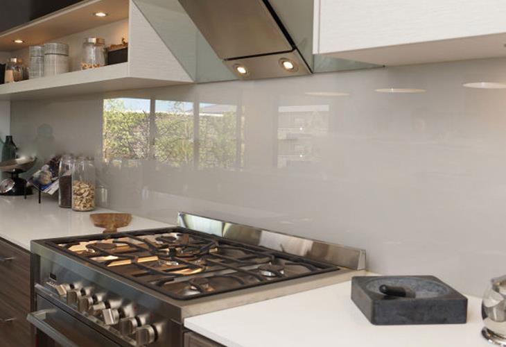 Vantaggi e svantaggi della scelta di un top cucina in vetro temperato